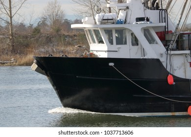 Profile view of  round bottom hull popular with larger commercial fishing boats.