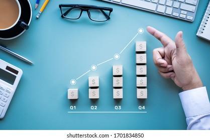 Gewinn oder Business Income up Konzepte mit Graph.Dollar Geldwechsel.Budget in 4 Quartal. Investitionserfolg.Börse setzt neues Hoch