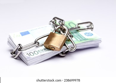 protected banknotes with lock and chain symbol