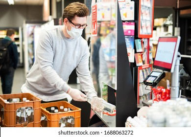 Protection against infection with the corona virus for cashiers in the supermarket