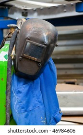Protective clothing in a welder in the metal industry