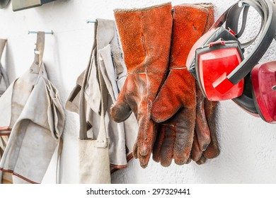 Protective clothing for welding, helmet and gloves