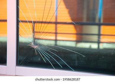 Schutzfolie für Fenster.Prüfung der Schutzfolie.