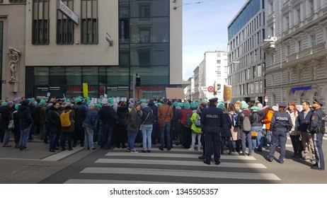 """Protest of healthcare professionals  infront of the """"younion"""" building in Maria Theresien Straße Vienna/Austria (21/3/2019)"""