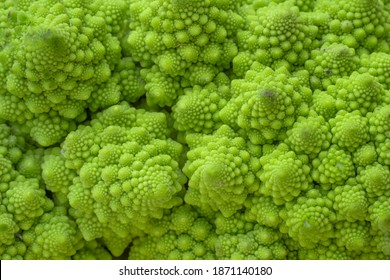 Psychedelic Romanesco broccoli (Chou romanesco) close up fractal detail