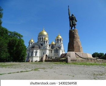 Public monument. Does not have a master. Monument to the Russian Cossack Ataman Yermak. In the background is the Cossack Military Orthodox Cathedral.
