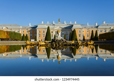 (Public place) Autumn at Peterhof Palace is a series of palaces and gardens located in Petergof, Saint Petersburg, Russia, 10 Oct 2018