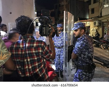 Public protect against government of Maldives for arresting Maldivian opposition leaders on 6 April 2017