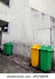 Public waste bins provided for separating recycle waste and ordinary waste are provided as a proportion.