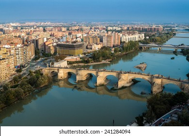 Puente de Piedra (Stone bridge) in Zaragoza, Spain.