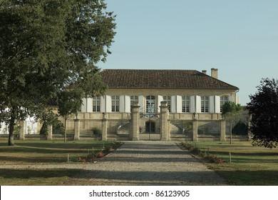 puerta de Chateau La Lagune de Burdeos, haut medoc grandes vinos