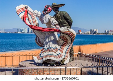 Puerto Vallarta, Jalisco / Mexico. February 2th, 2017. Boardwalk with the sculpture named: Vallarta dancers by artist Jim Demetro, dancing the Jarabe Tapatío, sunny day with a clear blue sky