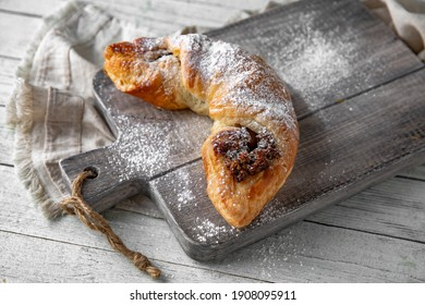 Puff pastry bun stuffed with apples, berries, or cottage cheese and potatoes, mini pie. Bakery products. Sweet pastry.