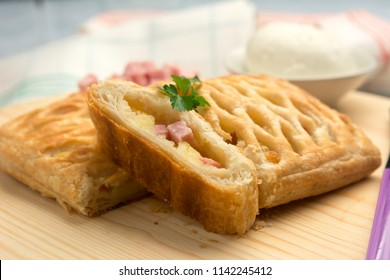 Puff pastry with cheese and baked ham