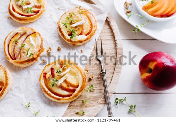 Puff pastry with fresh nectarines, brie and thyme