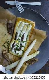 Puff pastry with morels and asparagus