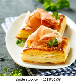 Puff pastry pies with smoked ham