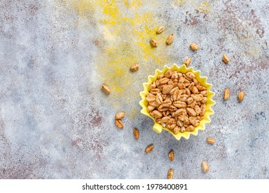 Puffed rice and wheat with honey.