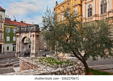 Pula, Istria, Croatia: the ancient Roman Triumphal Arch of the Sergii, one of the old city gate