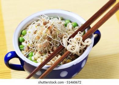 Pulse soup with noodles