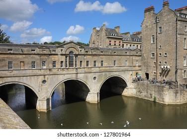 The Pulteney Bridge over the River Avon in Bath, UK