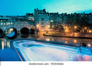 Pulteney Bridge over the River Avon at night in Bath, UK