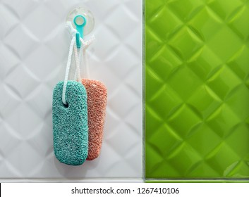 Pumice stone in the bathroom. The pumice stone is specially conceived  for the adequate care of feet and hands. In conjunction with water, removes the hardness of the skin and callosities easily.