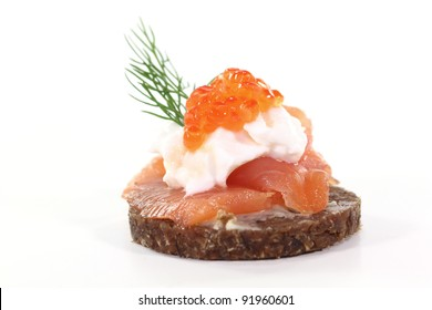 Pumpernickel bread with smoked salmon, cream cheese, caviar and dill