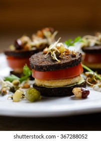 pumpernickel with tofu, tomato, salad and sprouts