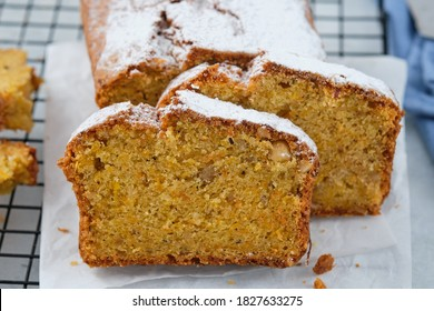 Gâteau au pain de citrouille aux épices de citrouille et aux noix pour le dîner d'automne.
