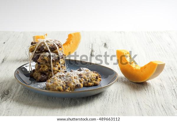 Pumpkin and dark chocolate cookies