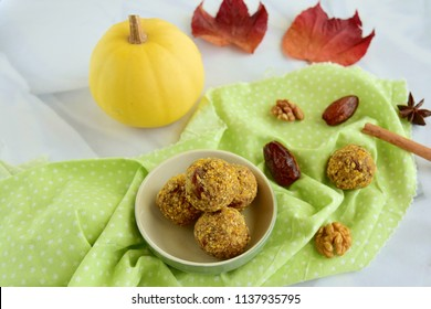 Pumpkin date walnut energy balls