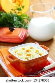 Pumpkin porridge into the orange bowl on the table