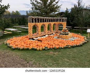 Pumpkin show, creating art with pumpkins, asterix and obelix, hinkelstone, faces carved in pumpkin