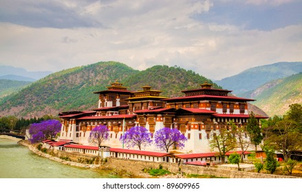 The Punakha Dzong, is the administrative centre of Punakha dzongkhag in Punakha, Bhutan. Constructed by Zhabdrung (Shabdrung) Ngawang Namgyal in 1637-38