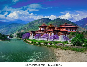 The Punakha Dzong in Punakha, Bhutan is the one of the most iconic places in Bhutan. It is a one of a kind wonder to see. Although there are a lot of dzongs across Bhutan, this one takes the crown.
