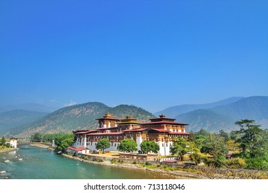 Punakha Dzong Monastery or Pungthang Dewachen Phodrang (Palace of Great Happiness) and Mo Chhu river in Punakha, the old capital of Bhutan.