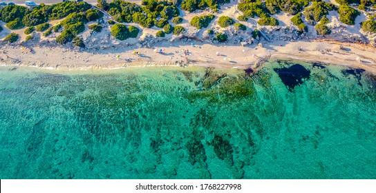 Punta Prosciutto ist ein wunderschöner Abschnitt der Küste von Salento, Teil der Gemeinde Porto Cesareo, Pugia Region, Süditalien. langer und unberührter Strand