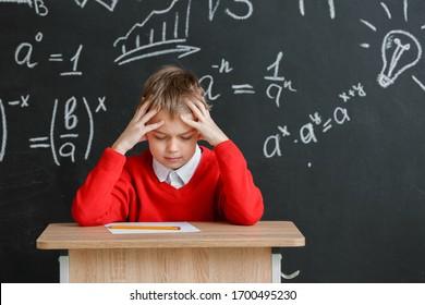 学校での受験に合格する生徒