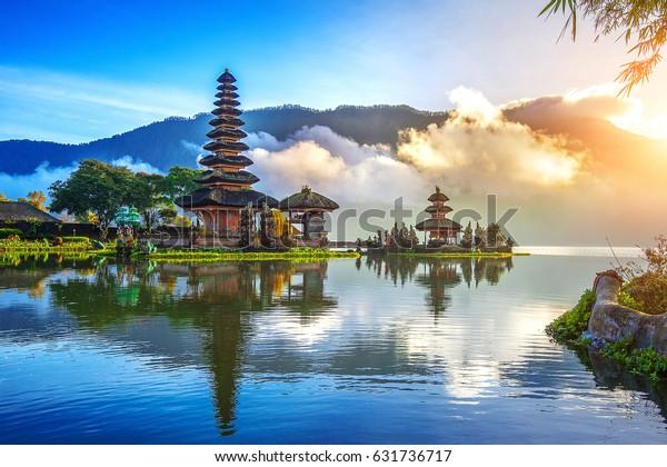 viola ulun danu bratan temple in Bali, indonesisch.