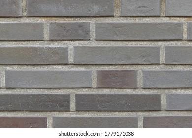 violette Ziegelwand eines modernen neuen Hauses
