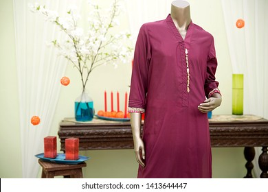 Purple Embroidery Kameez / Kurta Pakistani / Indian traditional - Image