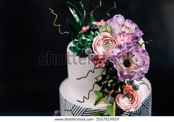 Tremendous Purple Happy Birthday Cake Beautiful Flowers Stockfoto Nu Birthday Cards Printable Opercafe Filternl