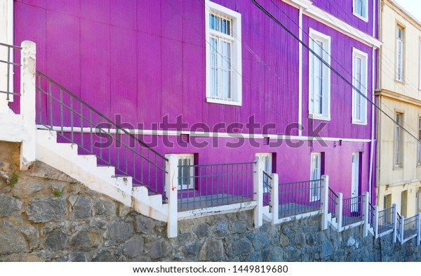purple-houses-valparaiso-chile-600w-1449