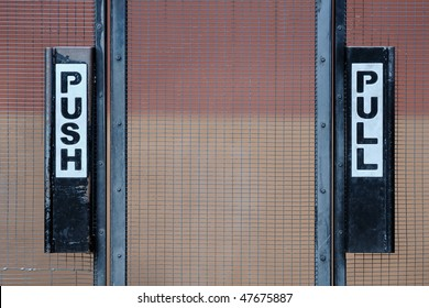 Push and pull gate signs