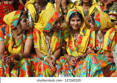 PUSHKAR, INDIA - NOVEMBER 21:Unidentified beautiful indian women in traditional rajasthani clothes preparing to dance at  annual camel fair holiday in Pushkar on November 21,2012 in Pushkar, India