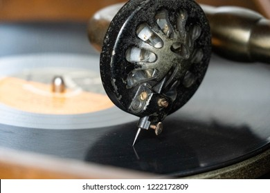 put a record on gramophone