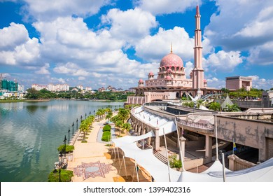 Putra Mosque is a landmark of Putrajaya and one of the most modern mosques in the world. Putrajaya,Malaysia