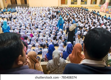 PUTRAJAYA, MALAYSIA - Jan 2, 2018 : Parents of primary school student together present first day school session 2018 at Putrajaya.
