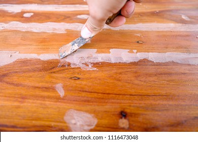 putty knife on the wooden floor